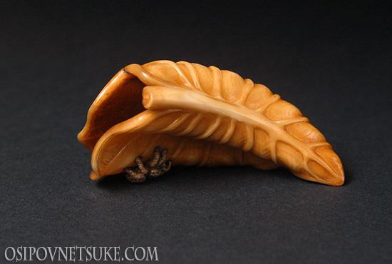 Taro Leaf Netsuke