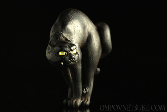 The Do you want to meet my claw? Netsuke